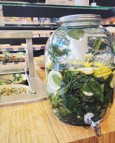 STAYCOOL✌🏻️☃DON'T FORGET TO HYDRATE💦FRESH AROMATIC LEMON WATER🍋🍋🍋 #thefoodmaker #fresh #water #hotoutside #drink #healthyliving #healthyfood #refreshed #antwerpen #brussels #vilvoorde #water #lemon #lemonwater #mint