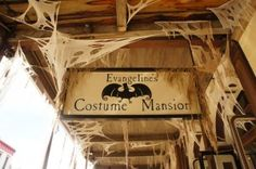 Evangeline's Costume Mansion in #OldSac has two floors dedicated to #Halloween costumes! You are sure to find exactly what you need. #children #adults #costumes