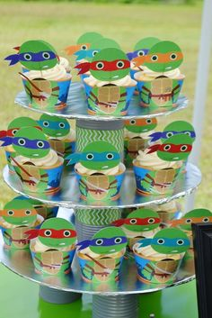 Teenage Mutant Ninja Turtle Cupcakes - great for a TMNT birthday party for the kids! Turtle Birthday Parties, Ninja Turtle Birthday, Ninja Turtle Party, Ninja Turtles, Birthday Ideas, 5th Birthday, Ninja Turtle Cupcakes, Kids Party Themes, Party Ideas