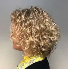 20 Hairstyles for Thin Curly Hair That Look Simply Amazing : Curly Blonde Balayage Bob Blonde Curly Bob, Blonde Balayage Bob, Bob Haircut Curly, Thin Curly Hair, Curly Hair Tips, Blonde Curls, Permed Short Hair, Short Bangs, Curly Girl