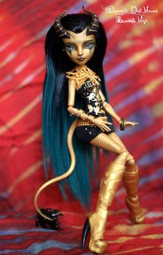 https://flic.kr/p/SoRX59 | OOAK Dragonica | Monster high Gilda Goldstag head on Jinafire Long body - rerrooted and repainted - available for sale