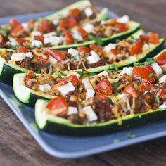 I'm always looking for something to do with zucchini. Stuffed Zucchini with ground beef, cheddar cheese, feta cheese and tomatoes. Delicious and good for you. Paleo Recipes, Low Carb Recipes, Dinner Recipes, Cooking Recipes, Zuchinni Recipes, Budget Recipes, I Love Food, Good Food, Yummy Food