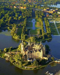 Schwerin Palace in Germany Beautiful Castles, Beautiful Buildings, Beautiful World, Beautiful Places, Castle Ruins, Castle House, Medieval Castle, Places To Travel, Places To See