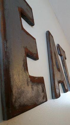 Cómo hacer letras estilo industrial de metal oxidado