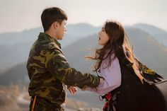 Protecting Seri at all cost😤💪🏻💕 Lee Jung, Jung Yoon, Kdrama, Hyun Bin, Paragliding, Netflix Series, Landing, Movie Stars, Crushes