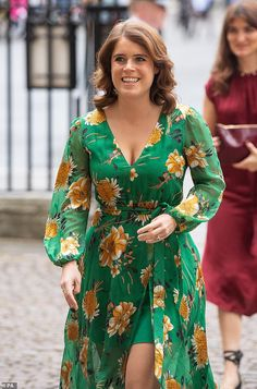 All smiles: Princess Eugenie looked glowing in green as she visited Westminster Abbey, in London, on Thursday Royal Princess, Princess Eugenie And Beatrice, Princess Diana, Windsor, Duchess Of York, Duke And Duchess, Princesa Eugenie, Eugenie Of York, Pregnant Princess