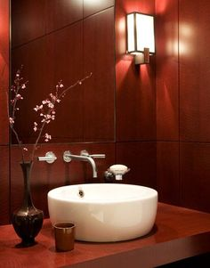 Marsala, the Pantone Color of the Year 2015 Modern Bathroom. Sleek features are adornment enough for lacquered dyed maple paneling and cabinetwork in this bathroom, as designer David Easton proves in this tribute to luxe modernity. Red Walls, Bathroom Red, Brown Bathroom Decor, Bathroom Interior, Powder Room Decor, Red Rooms, Bathroom Interior Design, Wall Design, Modern Style Decor