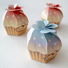 Cupecake original package design - Alathriel love it PD Cupcake Packaging, Clever Packaging, Innovative Packaging, Bakery Packaging, Food Packaging Design, Soap Packaging, Packaging Design Inspiration, Packaging Ideas, Fiestas Party