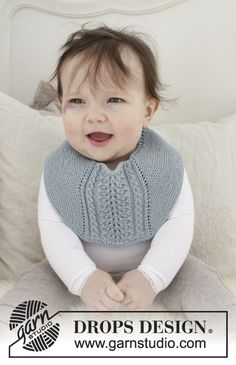 Giggles in Blue / DROPS Baby - Baby bib with garter stitch and lace pattern. The piece is knitted in DROPS Baby Merino. Baby Knitting Patterns, Baby Bibs Patterns, Knitting For Kids, Free Knitting, Crochet Patterns, Drops Design, Baby Gifts To Make, Cute Baby Gifts, Designer Baby