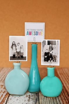 Painted Photo Bottles - stick a paper clip into a cork, insert cork into bottle to hold a photo or table number. Cute Crafts, Crafts To Do, Diy Projects To Try, Craft Projects, Craft Ideas, Photo Deco, Foto Transfer, Little Presents, Tips & Tricks