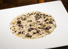 Risotto all'aringa, capperi e polvere di caffè Risotto, Oatmeal, Breakfast, Food, Gourmet, The Oatmeal, Morning Coffee, Meals, Rolled Oats