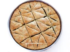 ıspanaklı arnavut böreği çok güzel ve çok lezzetli bir börek oluyor.ıspanak yerine farklı bir iç harcı da kullanabilirsiniz.mut...