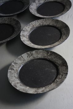 Katsumi Machimura click the image for more details. Ceramic Plates, Ceramic Pottery, Ceramic Art, Black Clay, White Clay, Japanese Ceramics, Japanese Pottery, Wabi Sabi, Earthenware