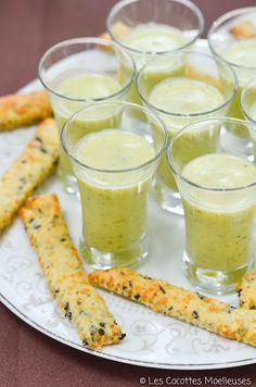 Le velouté de courgette et son sablé aux olives (sans le bouillon de volaille pour les végé !)