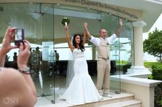 Cancun Wedding at Moon Palace, celebrating newlyweds!  Mexico wedding photographers Del Sol Photography