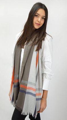 5a53e4470c6 Wrap. Neck accessory in gray and beige. Women oversized wrap suitable for  evening wear. Checked pattern. Etsy. FoulardIdées CadeauxEcharpeGris Et ...