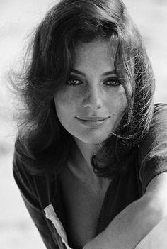Jacqueline Bisset // black and white vintage photo // fashion icon // style idol // iconic women // 1960s // 60s // Bullit