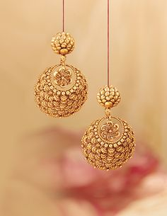 Rivaah presents gold and kundan encrusted jewellery for brides from all parts of India and caters to all Indian weddings. Gold Jhumka Earrings, Indian Jewelry Earrings, Jewelry Design Earrings, Gold Earrings Designs, Gold Jewellery Design, Bridal Jewelry, Handmade Jewellery, Gold Necklace, Antique Necklace