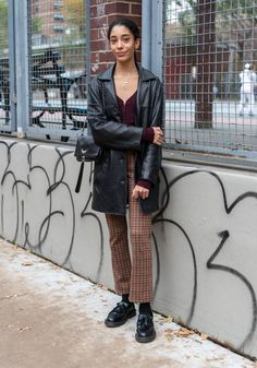 Fall Winter Outfits, Autumn Winter Fashion, Black Loafers Outfit, Haley Lu Richardson, Mode Inspiration, Aesthetic Clothes, Golden Bear, Cute Outfits, Marvin Gaye