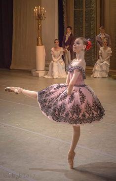 """Paquita"" (Act III) Choreography: Marius Petipa Music: Ludwig Minkus Re-staged by: Yuri Burlaka. Art Ballet, Ballet Poses, Ballet Tutu, Ballet Girls, Ballet Dancers, Ballet Images, Ballet Pictures, Tutu Costumes, Ballet Costumes"