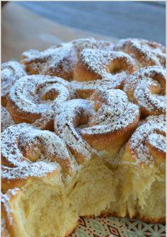 Na prípravu trhanej briošky budeme potrebovať: 350 g polohrubej múky, 10 g sušeného droždia, 80 g masla, 2 žĺtky, 14 cl teplého mlieka, 3 PL kr. cukru, 1 balíček vanilkového cukru, 1/2 ČL soli, ... Pain, Cake Cookies, Sweet Tooth, French Toast, Cheesecake, Food And Drink, Cooking, Simple, Breakfast