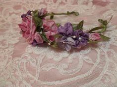 ribbon flower ribbonwork wreath | por lambsandivydesigns.com