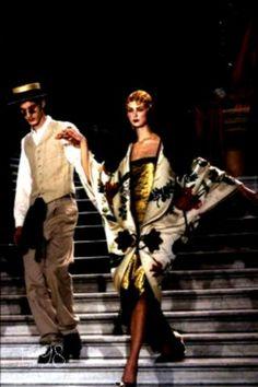 Christian Dior Frühjahr 1998 Couture Fashion Show # Dior Haute Couture, Couture Mode, Style Couture, Couture Fashion, Flapper Hair, Flapper Headpiece, Christian Dior, Bridal Musings, The Great Gatsby