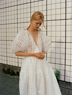 Cecilie Bahnsen operates at the intersection of couture and ready-to-wear to create luxury clothing with a relaxed, timeless style. Minimal Fashion, White Fashion, Timeless Fashion, Fashion Beauty, Curvy Fashion, Fall Fashion, Fashion Trends, Alternative Bride, Tiered Skirts