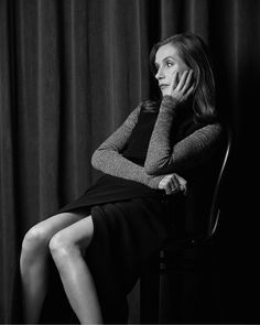 Isabelle Huppert Isabelle Huppert, Air France, Michael Haneke, Cool Attitude, French Actress, Studio Portraits, Celebs, Celebrities, Classy Outfits