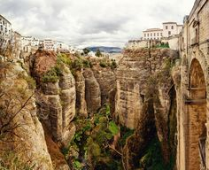 Amazing-view-of-the-Ronda-canyon-and-the-famous-white-village.-Province-of-Malaga-Andalusia-Spain-.jpg (1000×814)
