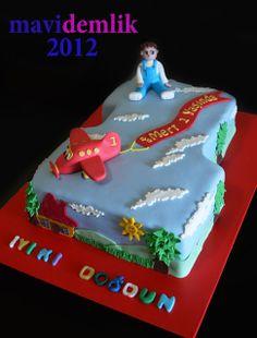 mavi demlik mutfağı- izmir butik pasta kurabiye cupcake tasarım- şeker hamurlu-kur: Mert'in uçaklı 1 yaş pastası ve kurabiyeleri