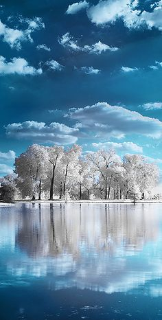 Across The Lake by Andrew Hefter, via Flickr