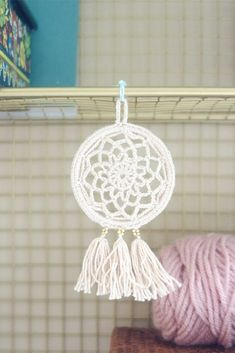 Free Pattern: Mini Dream Catcher I've always wanted to make my own but the prospect of learning a new craft seemed a little daunting. This dream catcher can be made with (mostly) basic crochet skills. I got the idea… Crochet Christmas Gifts, Last Minute Christmas Gifts, Crochet Gifts, Christmas Crafts, Crochet Dreamcatcher Pattern Free, Macrame Patterns, Crochet Patterns, Crochet Home, Diy Crochet