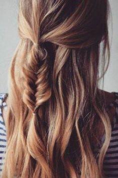 Trendy Long Hair Women's Styles Coachella hairdo inspiration. We adore this cute, feminine fish tail braid. Half up half down hairdo with a little fishtail braid. French Braid Hairstyles, My Hairstyle, Pretty Hairstyles, Feathered Hairstyles, Hairstyle Ideas, Hairstyles 2018, Wedge Hairstyles, Shag Hairstyles, Asymmetrical Hairstyles