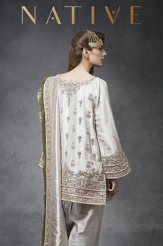 It should be a selection of dress. The color of the Dresses to Wear to a Wedding ought to fit the fashion and the event. Beautiful Pakistani Dresses, Pakistani Formal Dresses, Pakistani Dress Design, Pakistani Couture, Pakistani Fashion Party Wear, Pakistani Wedding Outfits, Bridal Outfits, Bollywood Fashion, Shadi Dresses