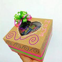 Regalos con Amor ♥ (@tuenvoltorioideal) • Fotos y videos de Instagram Decorative Boxes, Instagram, Cali, Tableware, Home Decor, Love Gifts, Wrapping, Decorated Boxes, Barranquilla