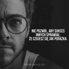 """""""Nie pozwól, aby sukces innych sprawiał, że czujesz się jak porażka"""".  #rosnijwsile #rozwój #motywacja #sukces #pieniądze #zazdrość #inspiracja #sentencje #myśli #aforyzmy #quotes #cytaty"""