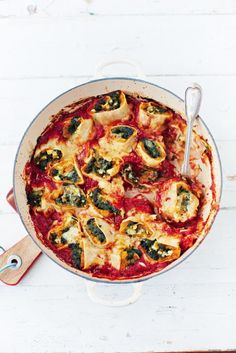 squash & spinach pasta rotolo | Jamie Oliver | Food | Jamie Oliver (UK) 1 butternut squash (roughly 1.2kg)1 red onionolive oil500 g frozen spinach1 whole nutmeg, for grating4 cloves of garlic1 x 700 ml jar of passata6 large fresh free-range pasta sheets (roughly 15cm x 20cm each)50 g feta cheese20 g Parmesan cheese  Optional:  a few sprigs of fresh sage