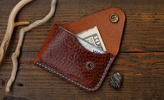 This purse is made of genuine Italian leather. Genuine Italian Leather Premium with Effect Pull Up. The thickness. Leather Wallet Pattern, Handmade Leather Wallet, Leather Card Wallet, Leather Gifts, Leather Men, Leather Bookmark, Minimalist Leather Wallet, Bags Travel, Diy Wallet