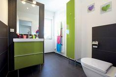 Das grüne Badezimmer ist für die Kinder des Hauses.