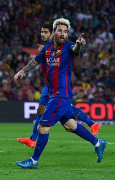 Lionel Messi of FC Barcelona reacts during the La Liga match between FC Barcelona and Deportivo Alaves at Camp Nou stadium on September 10, 2016 in Barcelona, Catalonia.