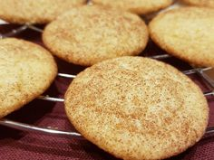 Zimtplätzchen – Snickerdoodles We baked cinnamon cookies for Christmas and conjured up another biscuit variant, the Zuckerstreel biscuits. Recipe for the Thermomix®️️. Easy Smoothie Recipes, Easy Smoothies, Canned Blueberries, Scones Ingredients, Cinnamon Cookies, Cinnamon Biscuits, Cinnamon Recipes, Cinnamon Cream Cheeses, Pumpkin Spice Cupcakes