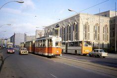 Trabant heißt die ab 1958 in der DDR im VEB Automobilwerk Zwickau, später VEB Sachsenring Automobilwerke Zwickau, in Serie gebaute Pkw-Baureihe. Als zur Zeit seiner Einführung moderner Kleinwagen ermöglichte er die Massenmotorisierung in der DDR