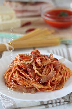 Spaghetti All Amatriciana, Gnocchi, Italian Recipes, Pesto, Carne, Food Porn, Food And Drink, Ethnic Recipes, Tinkerbell