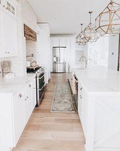 Home Renovation Kitchen White Kitchen Design Ideas Adding Warmth Interior Exterior, Home Interior, Interior Design Kitchen, Interior Livingroom, Home Renovation, Home Remodeling, Classic Kitchen, Minimal Kitchen, Cocinas Kitchen