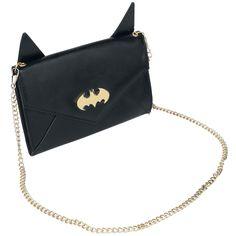 """Portafoglio """"Logo Gold"""" di #Batman lungo circa 19,1 cm, largo 11,8 cm (16,2 cm orecchie comprese) e profondo 2,6 cm. Dimensioni logo: 5 x 2,4 cm circa. Lunghezza catena: 120 cm circa. Non dotato di tasca per monete. Comprende 6 scomparti, uno scomparto grande e una tasca principale. Tasca esterna."""