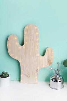 Kreative DIY-Idee zum Selbermachen: So machst du deine eigene Kaktus-Lampe mit LEDs selbst - einfach aus Kiefernholz aussägen!