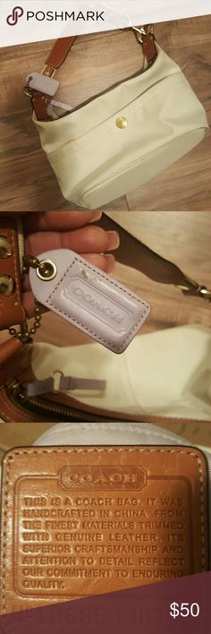 """Coach Hobo Purse Coach Purse Hamptons Weekend Cream No.  L0685-F10798. Used,  some wear has a tiny stain (see pic 8). Gently used, No tears, 15""""L x 6""""H x 9""""W. A bit dusty, it was in storage. Coach Bags Hobos"""