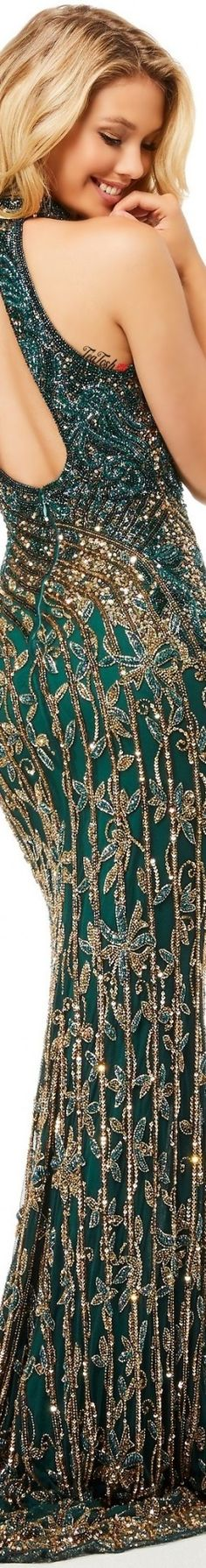 ❈Téa Tosh❈ Sherri Hill #SherriHill #teatosh Merry Christmas Friends, Forever Green, Sherri Hill, Green Fashion, Love And Light, Sensual, Beautiful Gowns, Shades Of Green, Green And Gold