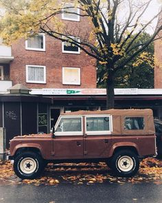 A unique 110 CSW in urban autumnal setting. By @ralphloerke #landrover #Defender110CSW